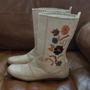 Gianni Bini 10 Leather Embroidered Moccassin Boots